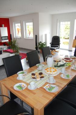ferienhaus landl cheln wohnzimmer kaminecke und. Black Bedroom Furniture Sets. Home Design Ideas